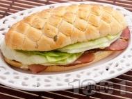 Сандвич с филе, айсберг и сирене Крема